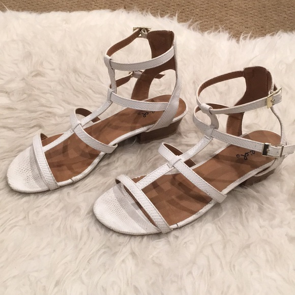 Qupid Shoes - [LIKE NEW] Qupid: White Sandals